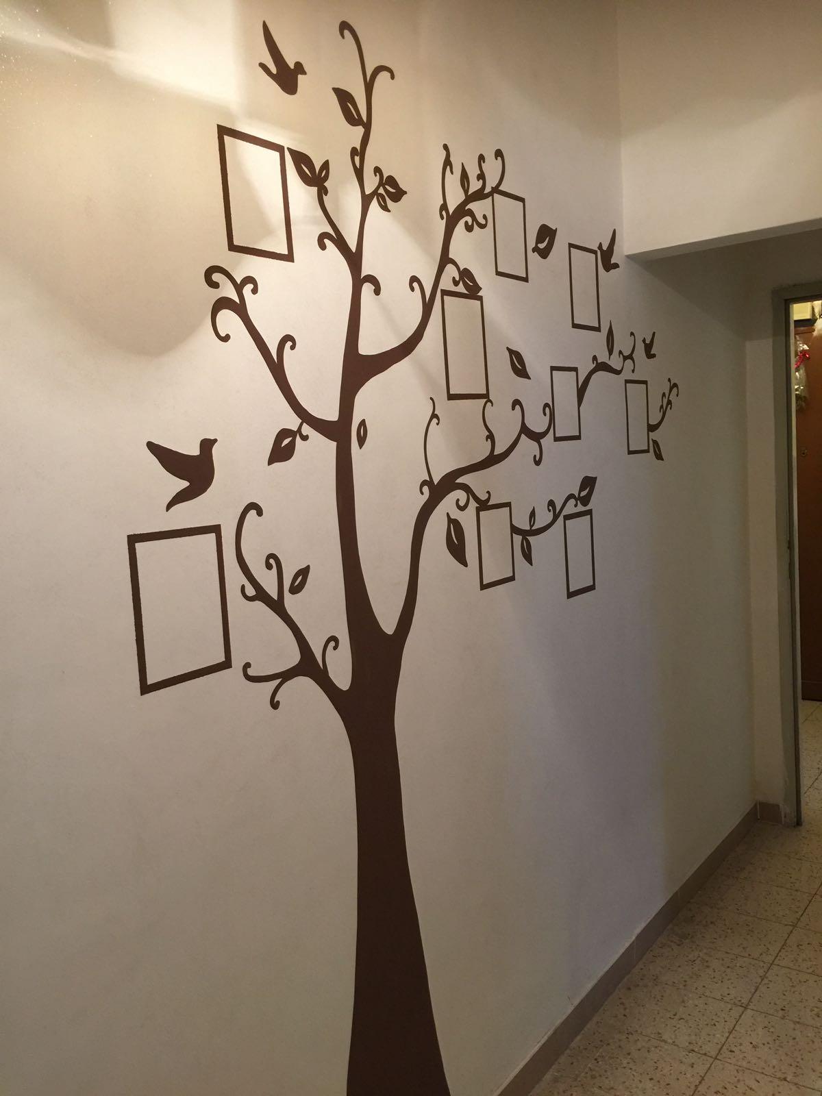 decorazione parete, decorazione di una parete con gli alberi delle foto